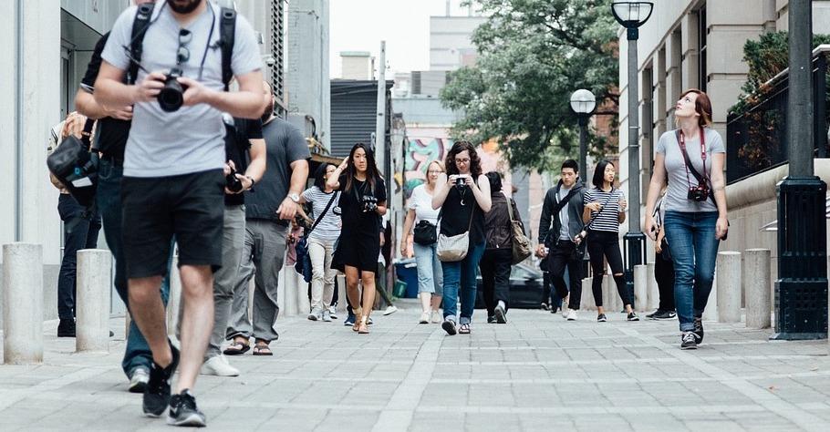 camminare-intorno-ufficio