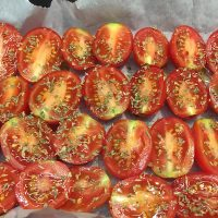 Pomodori al forno: scopri la ricetta facile e veloce